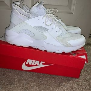 White Nike huarache size 13